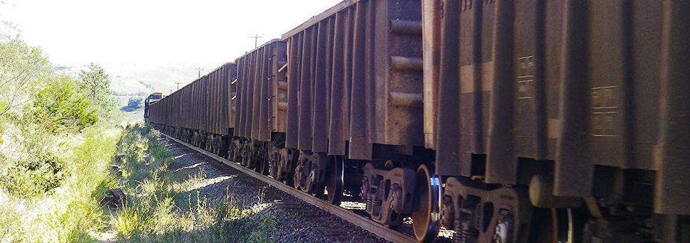 Vlaky na extrémne namáhanej trati sú dlhé približne 2 km
